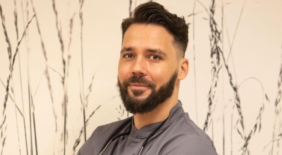 Dentista en Santander Dr. Carlos Martin-Riva Sánchez