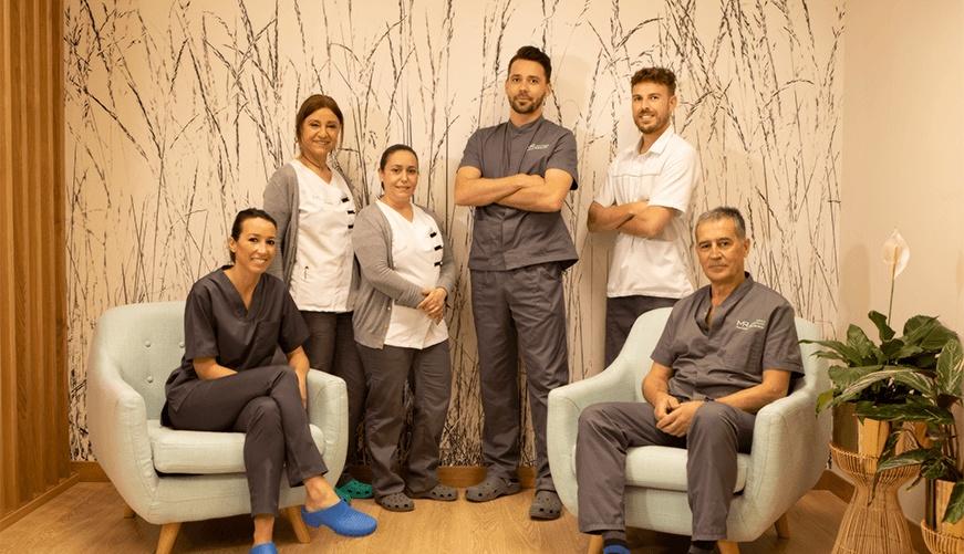 Equipo de dentistas de la Clínica Martin Riva en Santander